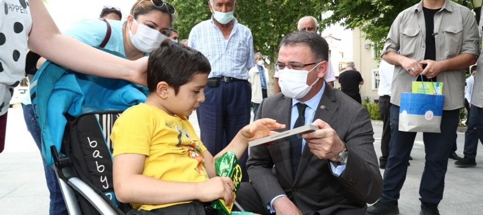 Vali Dr. Ozan Balcı, Tekerlekli Sandalye Dağıtım Programına Katıldı